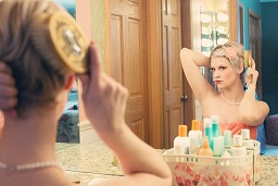 jolie femme maquillée